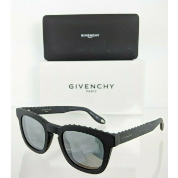 Givenchy GV 7006/S 807T Black Sunglasses